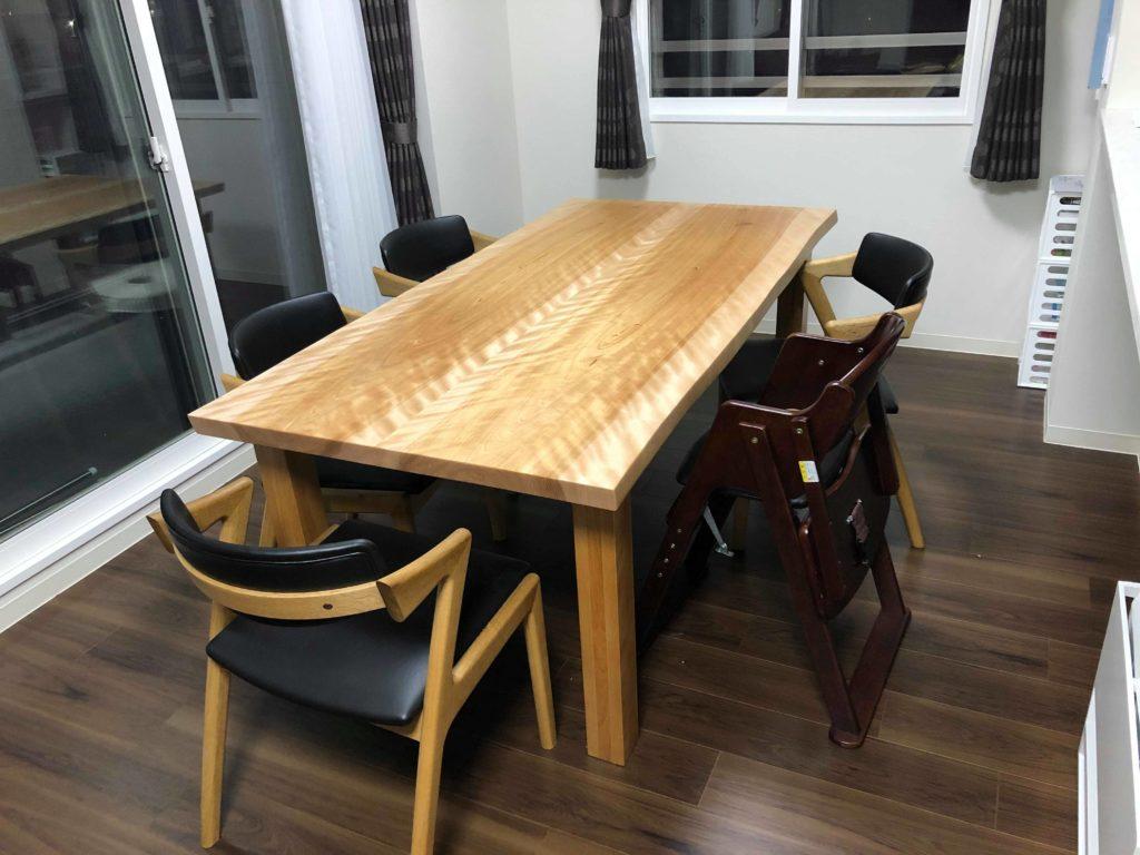 片付いた食卓テーブル